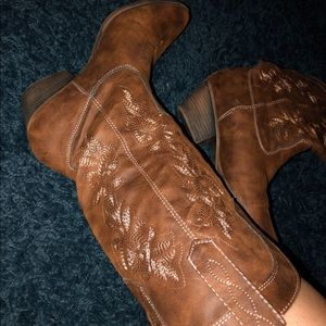 Very cute rampage boots!
